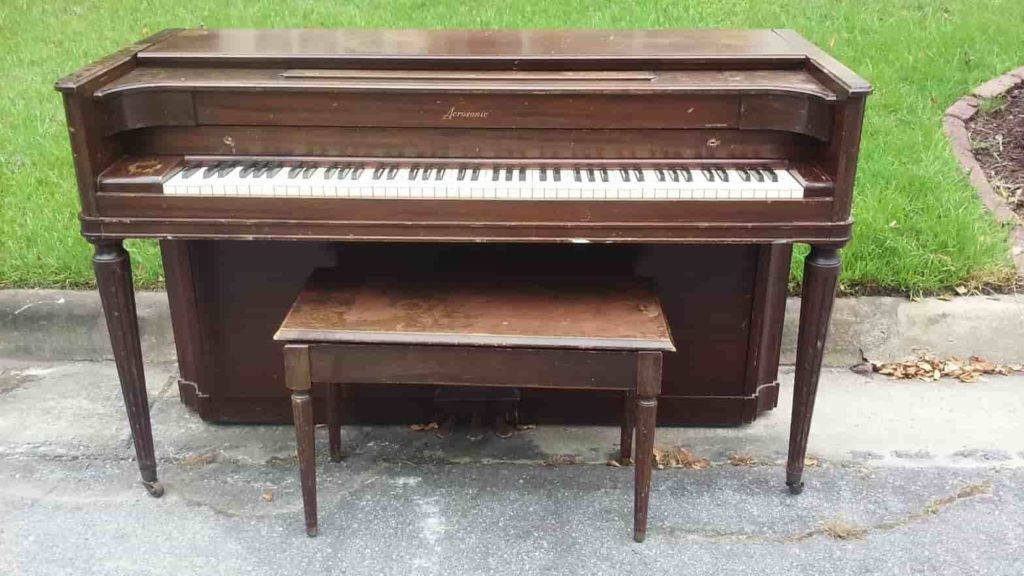 curbside-piano
